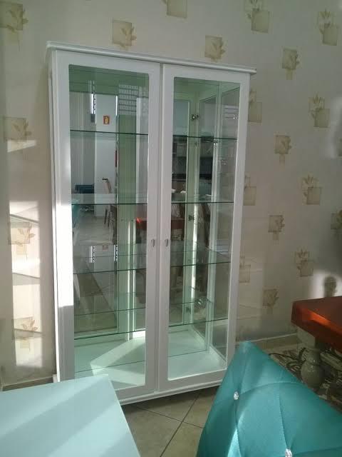 cristaleira de vidro com espelho de laca
