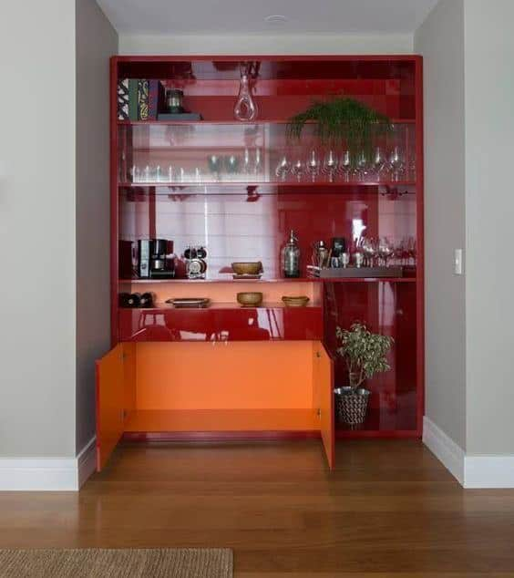 cristaleira de vidro de canto vermelha