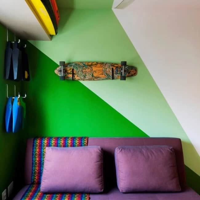 decoração verde com roxo
