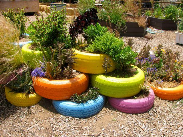 floreira de pneu em horta