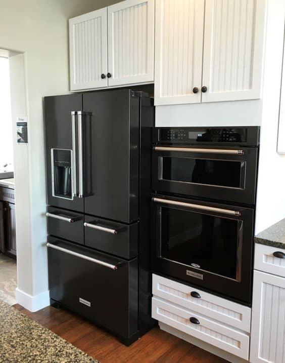 geladeira preta com duas portas bonita