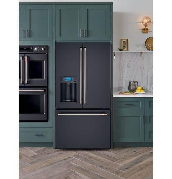 geladeira preta com duas portas moderna