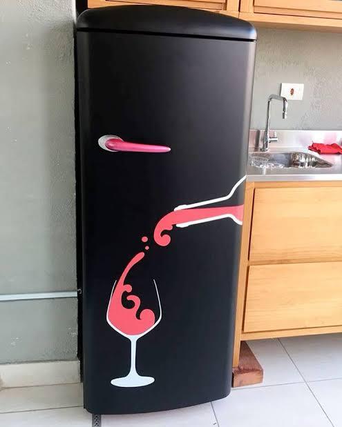 geladeira preta envelopada bonita