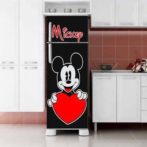 geladeira preta envelopada do mickey