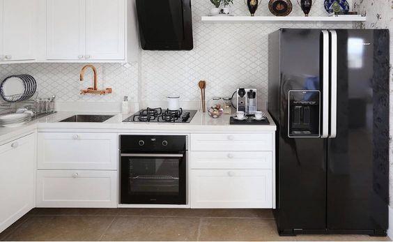 geladeira preta espelhada