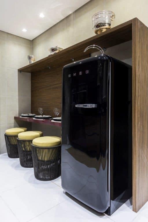 geladeira preta pequena como é