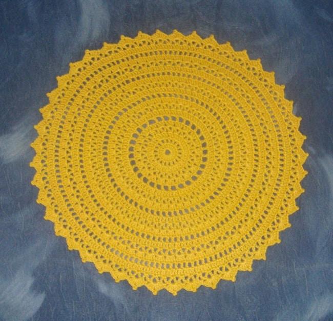 guardanapo amarelo de crochê