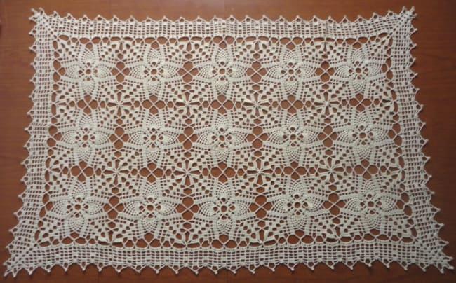 guardanapo branco de crochê retangular