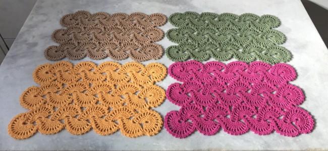 guardanapo colorido de crochê