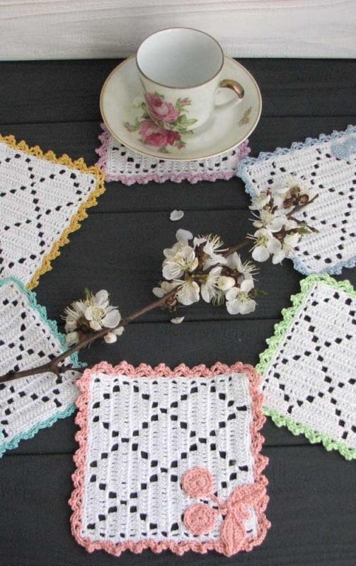guardanapo de crochê com duas cores