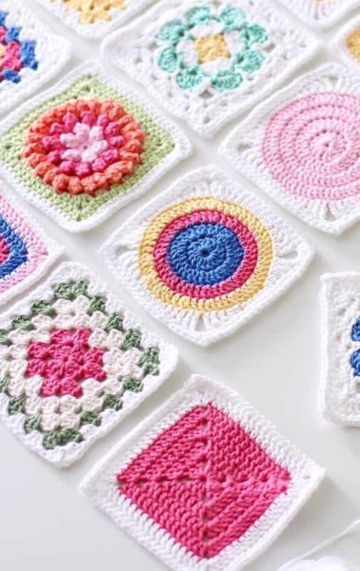 guardanapos coloridos de crochê