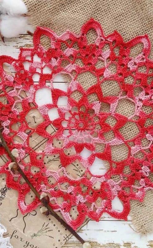 guardanapos lindos de crochê vermelho e rosa