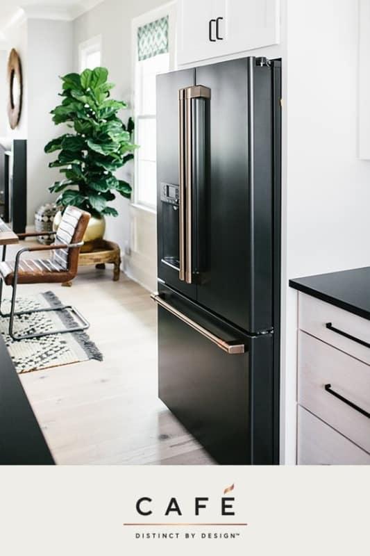 ideia de geladeira preta com duas portas