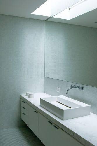 ideia de iluminação zenital no banheiro