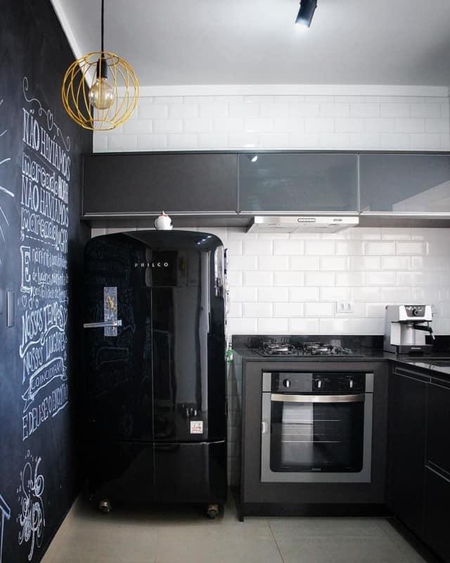 linda geladeira preta espelhada