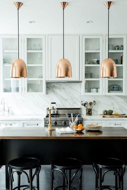 luminária de teto na cozinha industrial