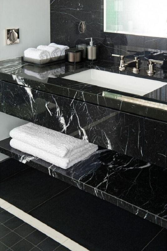 pia de mármore preto com veios brancos