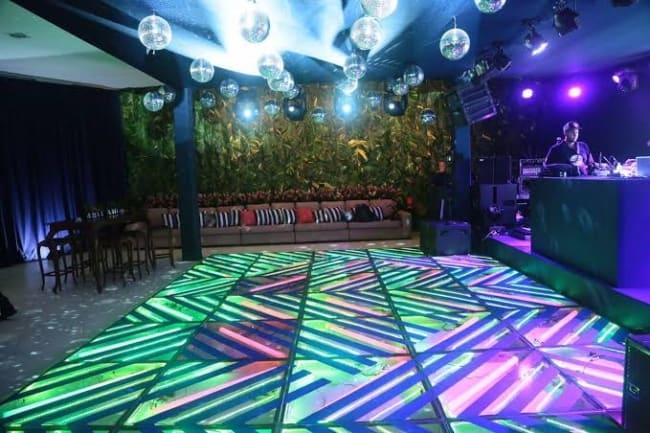 piso de vidro com LED em festas