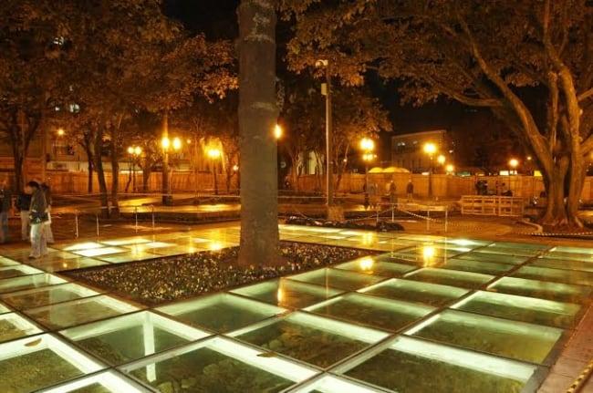 piso de vidro com LED externo
