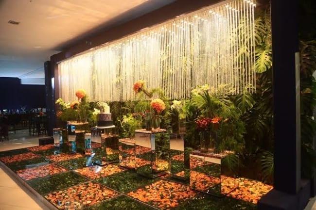 piso de vidro com flores em festas