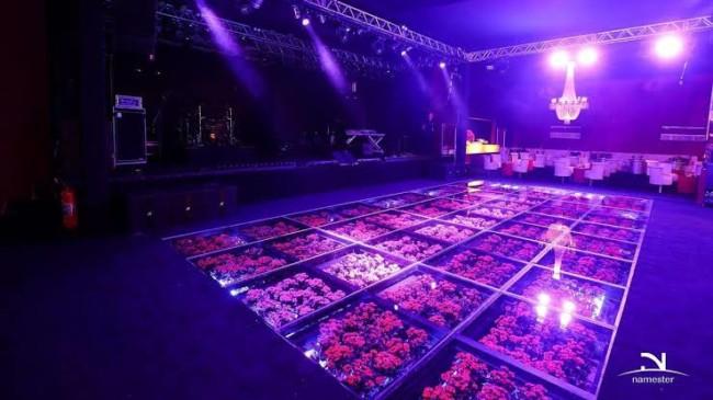 piso de vidro com flores
