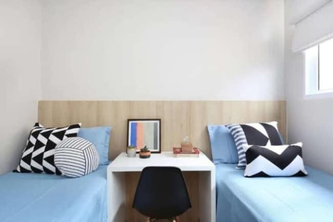 quarto de solteiro planejado com duas camas minimalista