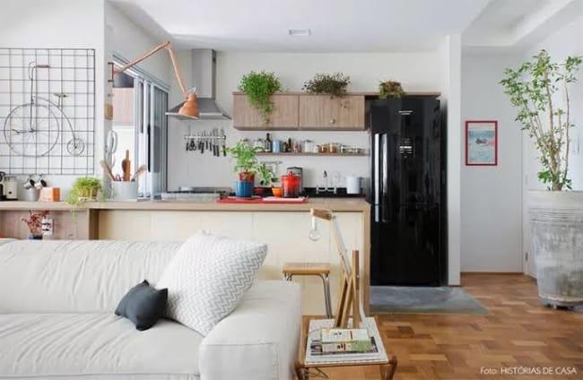 tipos de geladeira preta pequena