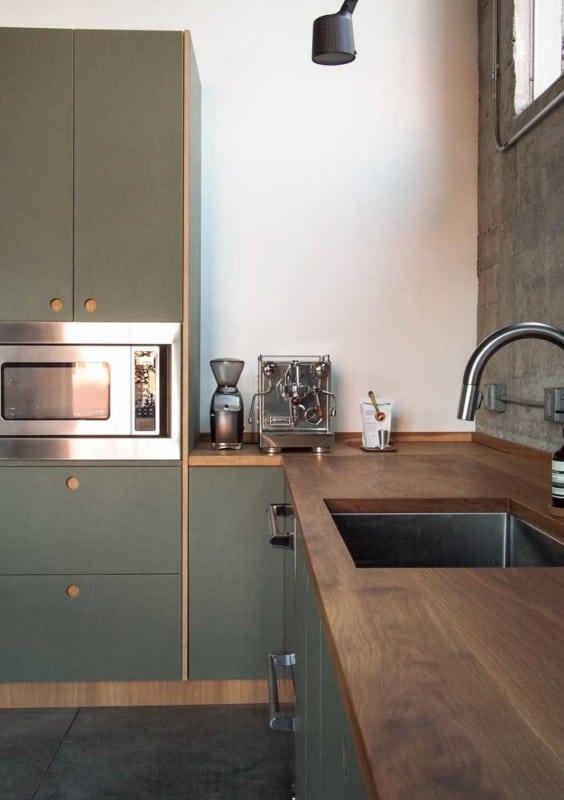 verde musgo na cozinha moderna