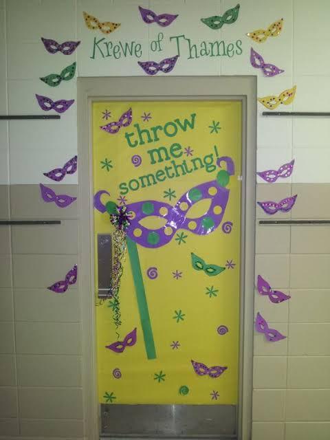 decoração simples de carnaval para porta de sala aula