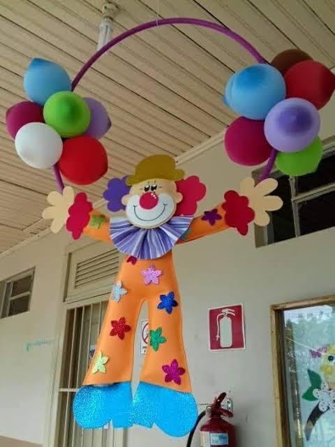 corredor de escola decorado para o carnaval