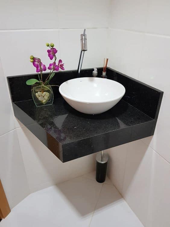 pia de granito preto com cuba de apoio