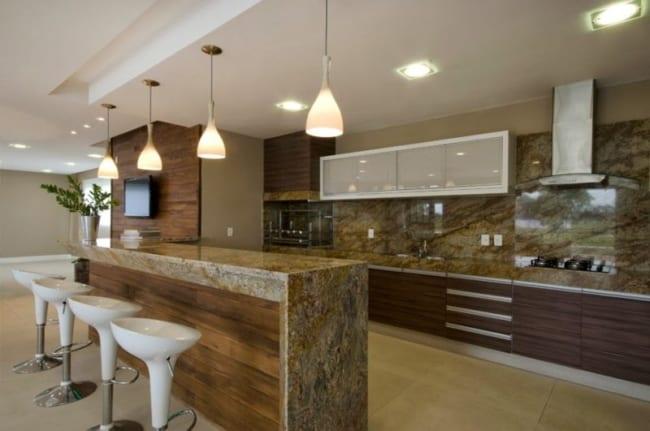 cozinha integrada com balcão de mármore