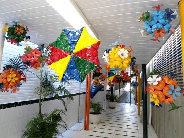 decoração de carnaval com material reciclável