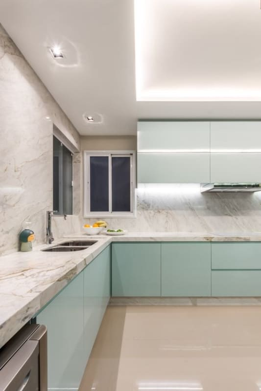 cozinha moderna com mármore branco