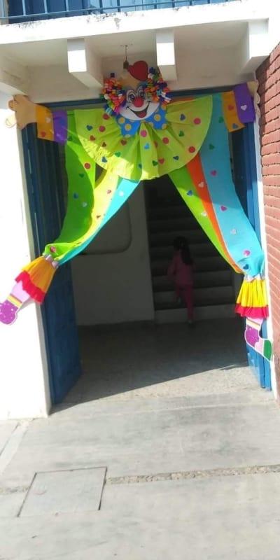 decoração criativa para porta da escola