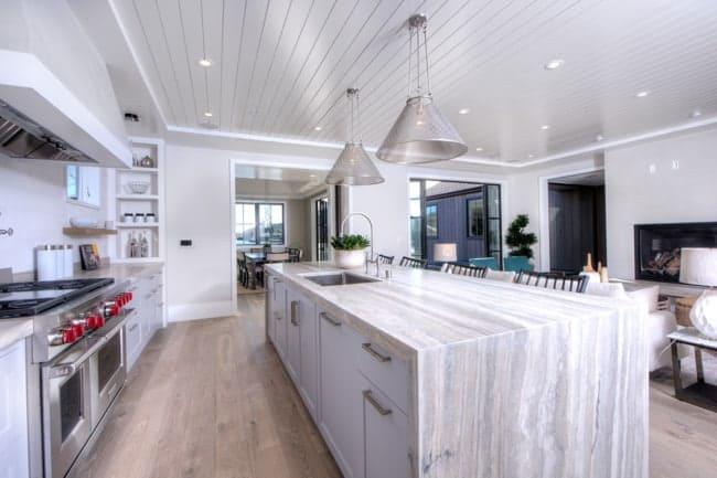 ilha de cozinha com pia