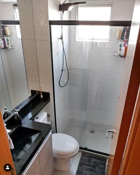 banheiro pequeno com pia esculpida
