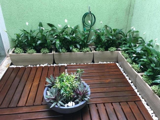 jardim de inverno decorado com jardineiras