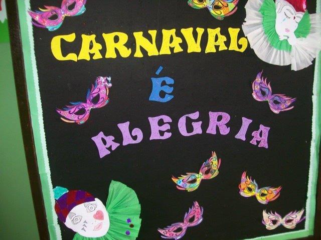 escola decorada com painel de carnaval