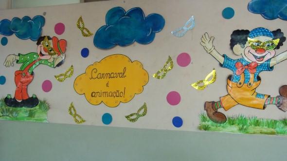 parede da escola decorada para carnaval