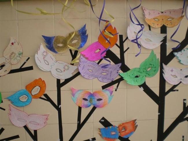 sala de aula decorada pelos alunos para carnaval