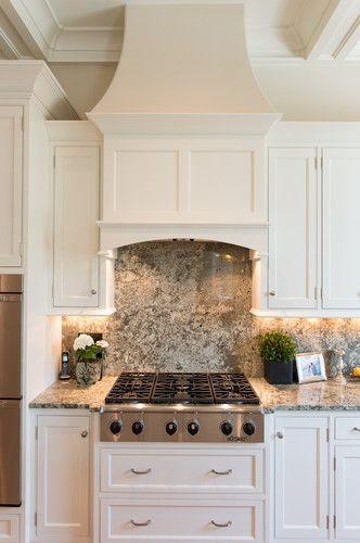 cozinha com rodabanca e bancada de mármore