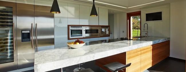 cozinha com bancada de mármore
