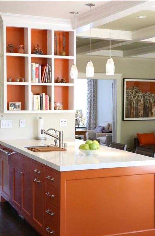 Bancada de cozinha americana laranja e branca