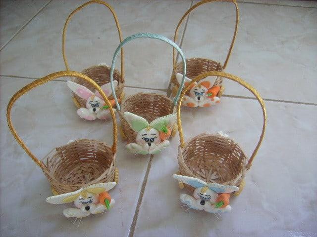 Cesta de Páscoa artesanal pequena com coelho