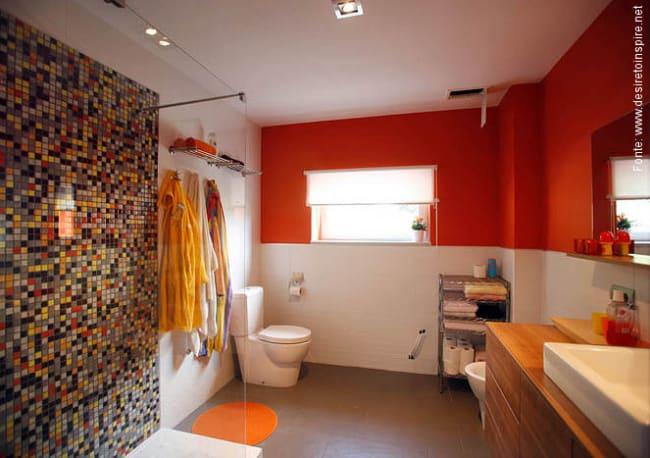 Cor laranja no banheiro