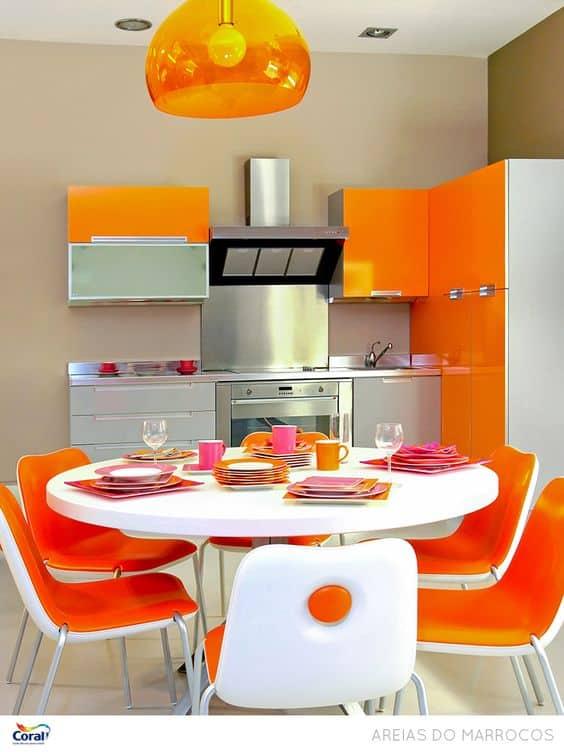 Cozinha estilo retrô laranja
