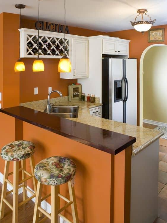 Cozinha simples com decoração laranja