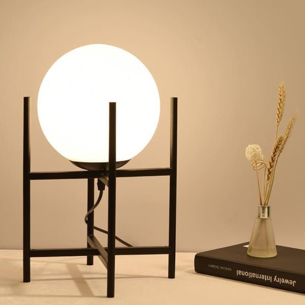 Decoração com luminária redonda de mesa