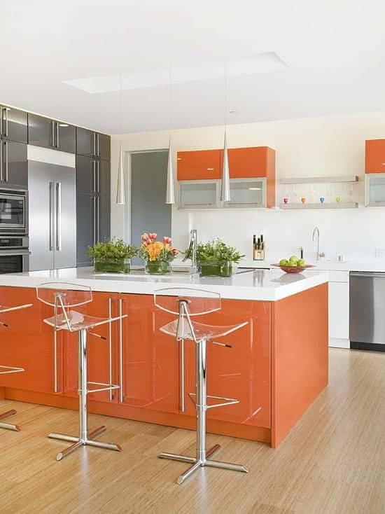 Decoração de cozinha com cor laranja e branco